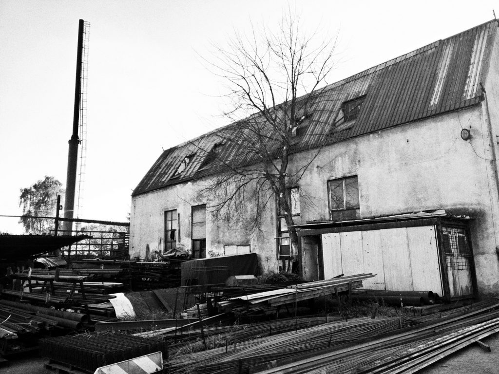 """Zabudowania huty szkła """"Staszic"""" w Dąbrowie Górniczej (2016), źródło: wikimedia.commons, autor: Olo81"""